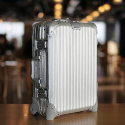 第4回 RIMOWA スーツケース
